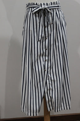 White Closet Navy & White Stripe Skirt Size 12