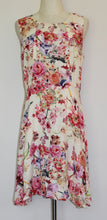Load image into Gallery viewer, Tulips Floral Dress Size 14