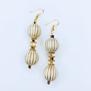 Juliette - chic gold a beige beads earrings.