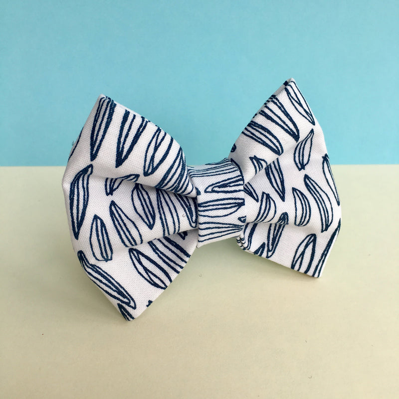 'Blue Seeds' Bow Tie
