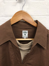 Load image into Gallery viewer, South2West8 brown pull over shirt <Br> Size Medium