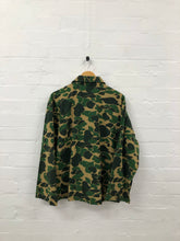 Load image into Gallery viewer, South2West8 camo hunting shirt <br> size M