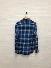 Load image into Gallery viewer, South2west8 blue plaid flannel <br> size medium