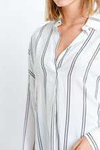 Load image into Gallery viewer, V-neck Collared Top