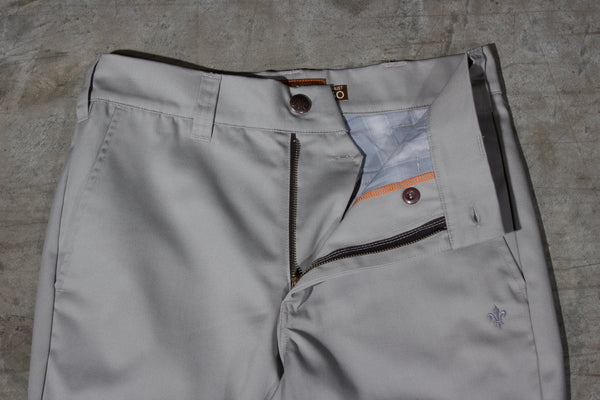 Men's light grey chino pants — Front — Fly Details