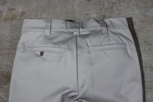 Men's light grey chino pants — Back — Waist Details