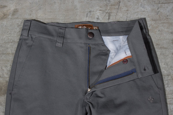 Men's dark grey chino pants — Front — Fly Details