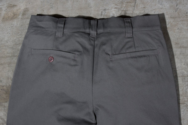 Men's dark grey chino pants — Back — Waist Details