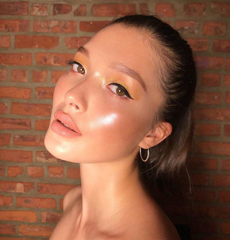 The Makeup Looks You Will See Everywhere in 2019 natural makeup glossy skin