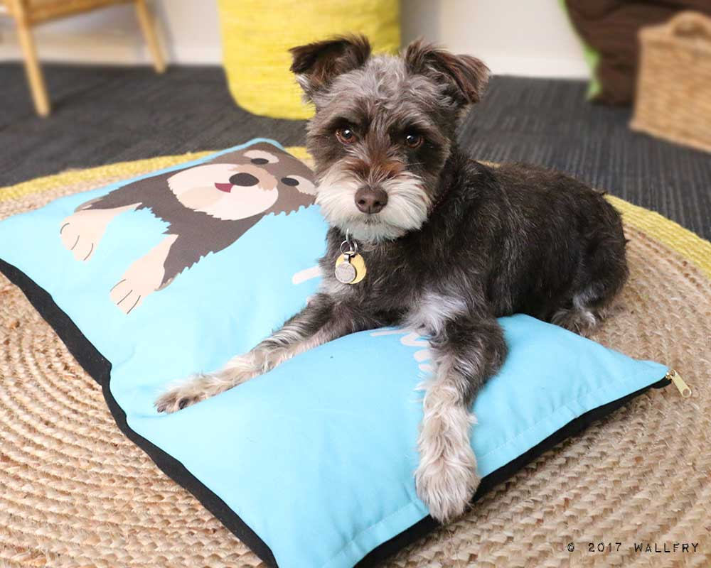 Personalized dog bed. Choose name, dog design, color, size and fabric. Pet Bed, Dog beds by WallFry.