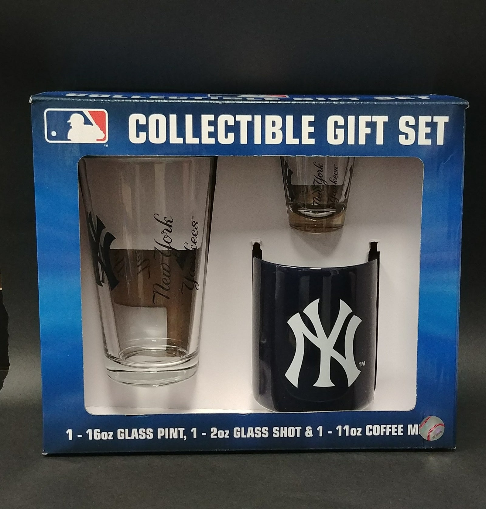 New York Yankees Collectible Glassware & Mug Gift Set