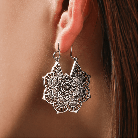 Vintage   Metal Openwork Floral Earrings