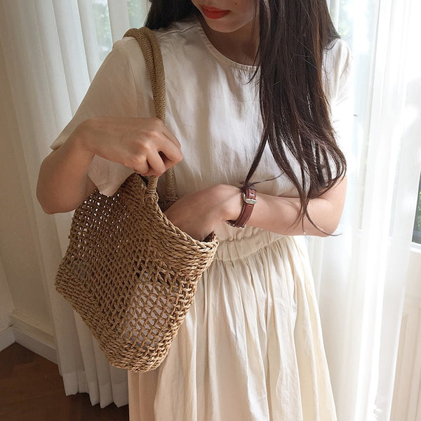 Hand-knitted hollow straw handbag