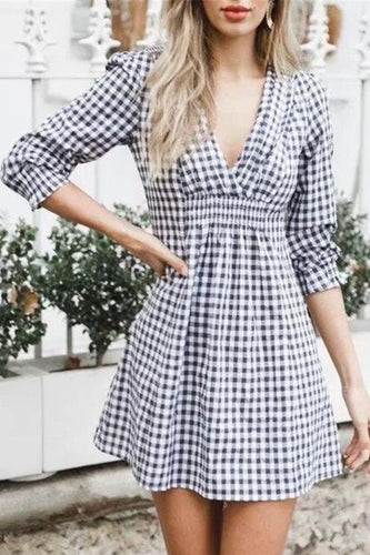 Sexy Low-Cut V Collar Receive The Waist Wrinkle Plaid Dress