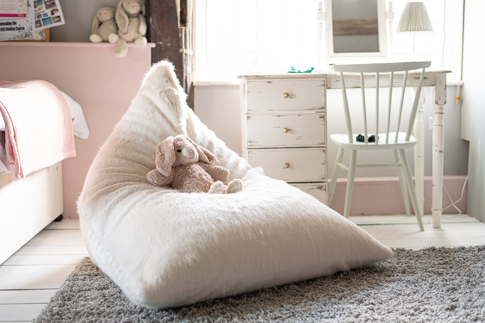 Luxury faux fur bean bag lounger - Cream