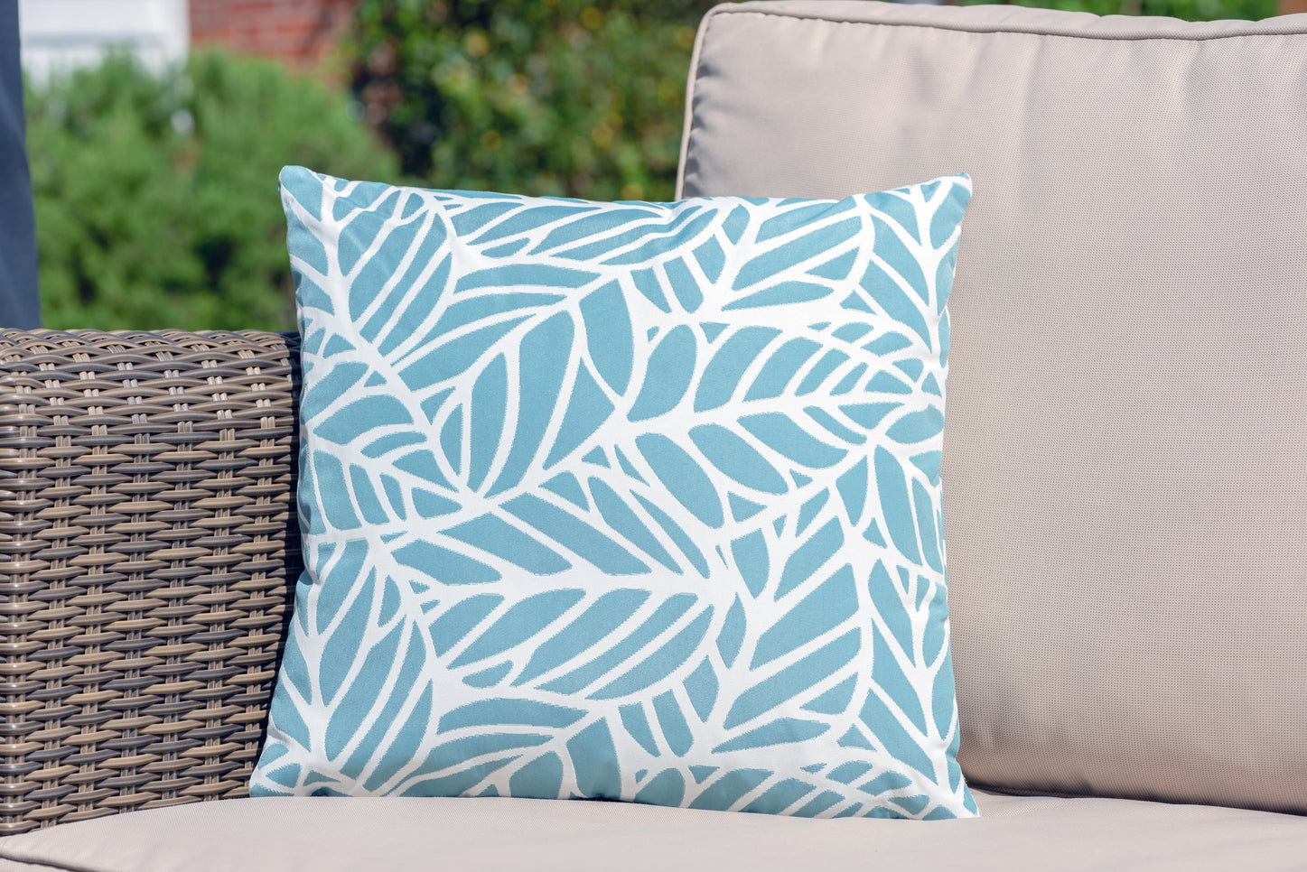 Armadillo Sun cushion in ocean blue and white palm pattern