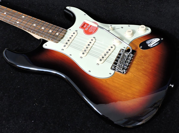 Fender Classic Player '60s Stratocaster 3-Colour Sunburst
