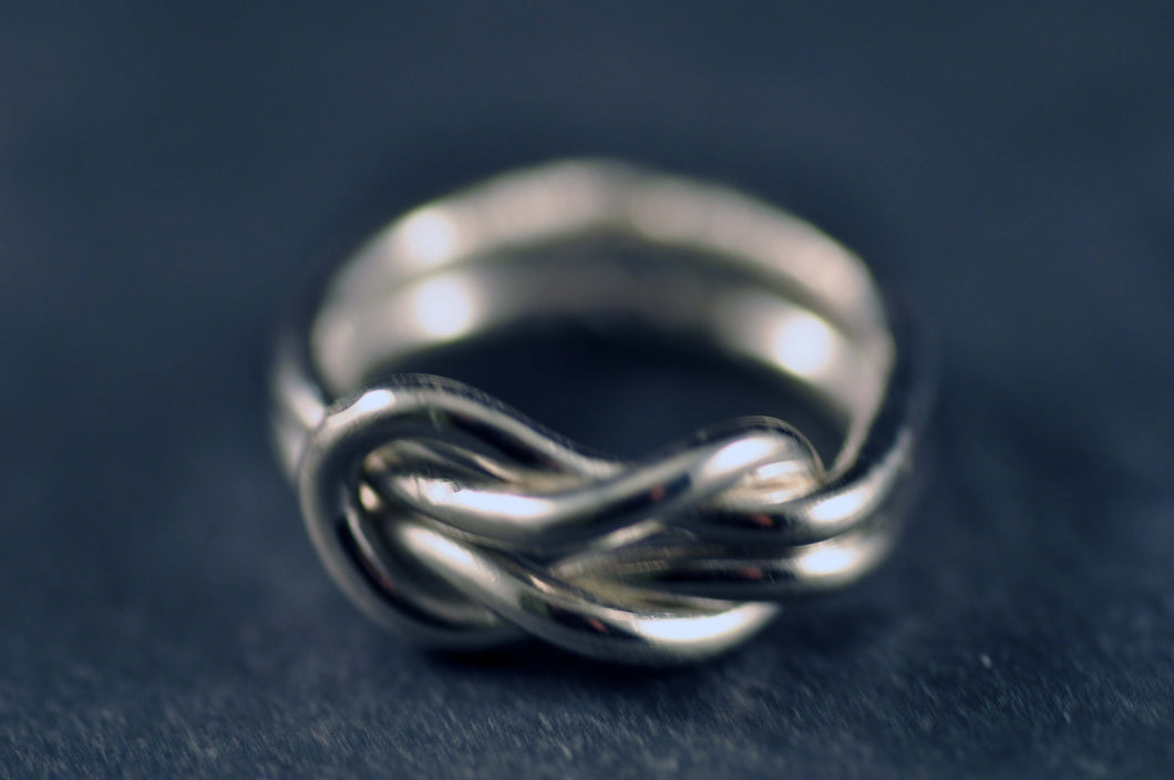 Råbandsknop som ring / Reef knot as ring
