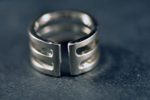 Tredelad ring / Tripartite ring