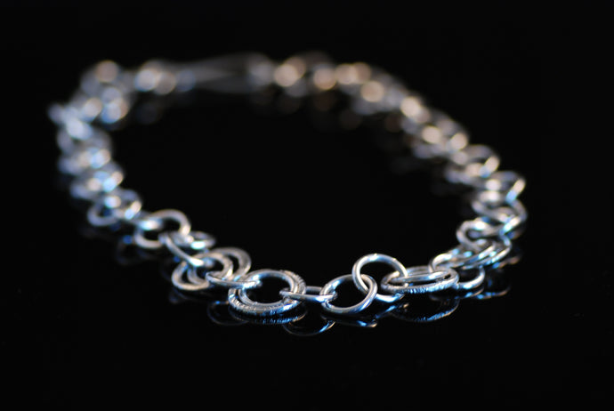 Halsband av ringar / Necklace of rings