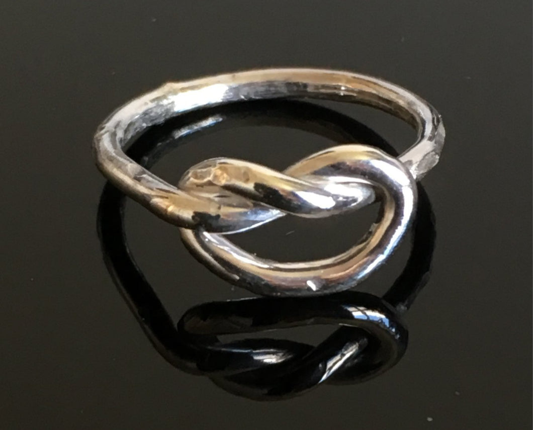 Ring med enkel knut / Ring with a singel knot
