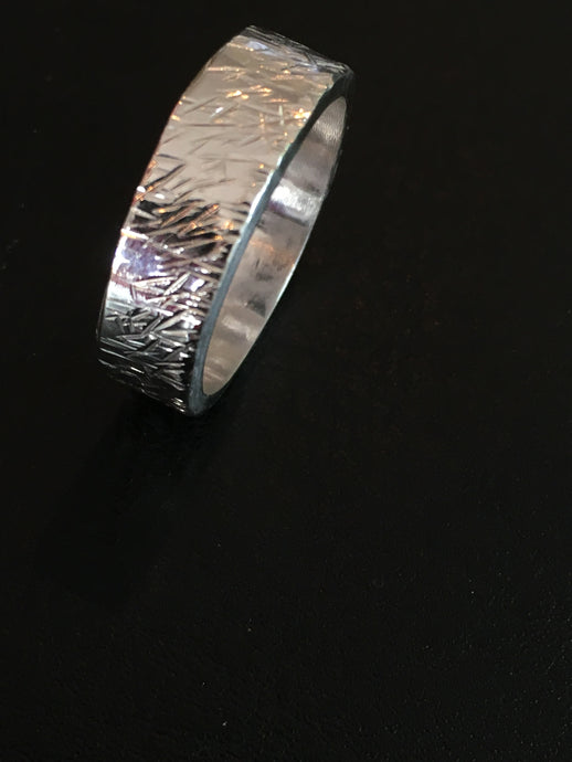 Ring with a beaten coarse irregular pattern