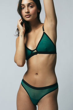 Emery Thong in Emerald Sample