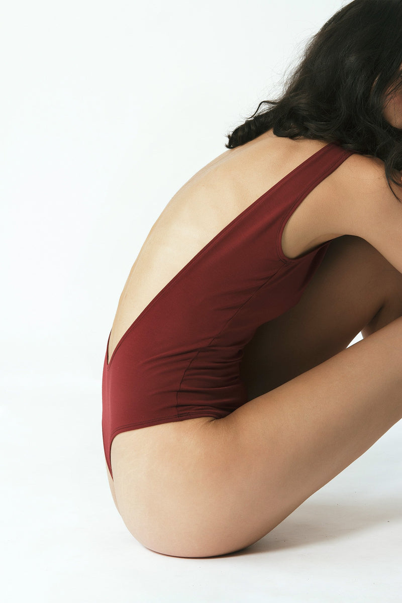 Backless Thong Bodysuit in Maroon