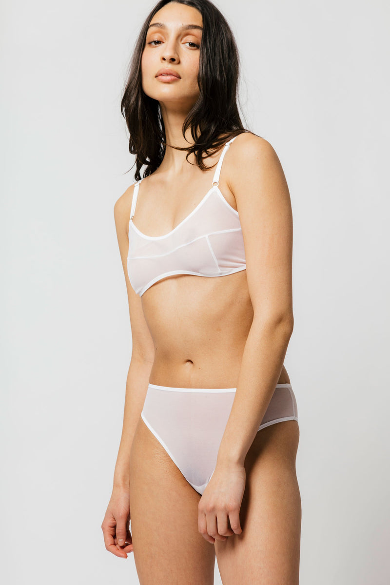 Kendi Brief in White