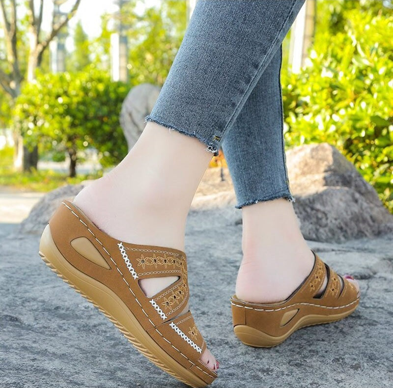 Iseul Sole Wedge Sandals