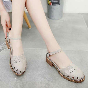 Choon-Hee Flat Close Sandals