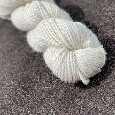 Icelandic Lamb Wool Yarn - white cream - super soft