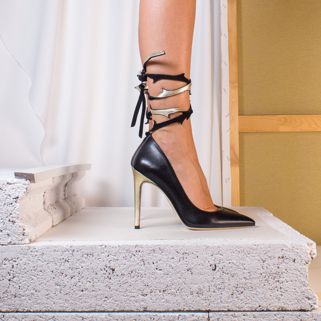 Black and Gold Epines Lace Pump