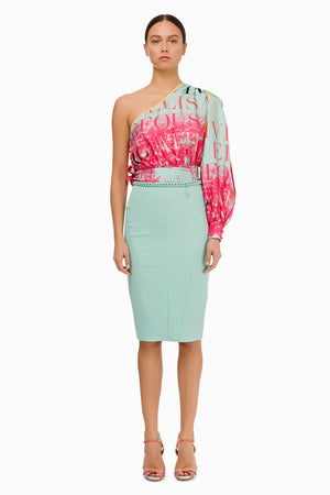 Pencil skirt in aquamarine embellished with a matching chain