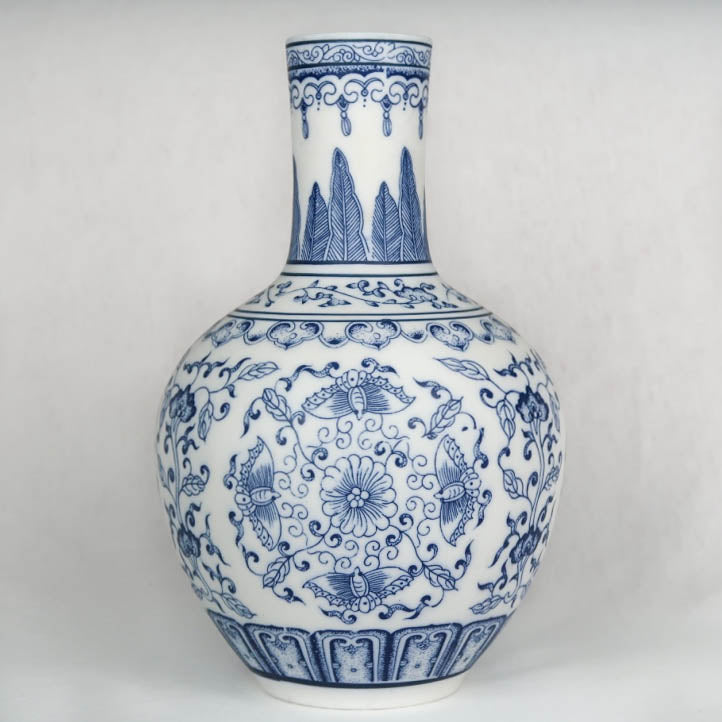 Blue and white Chinese ceramic vase