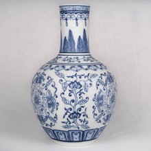 Load image into Gallery viewer, Blue and white Chinese ceramic vase front