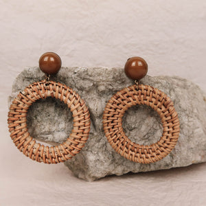 Lotti Rattan Hoop Earrings brown with brown pearl close-up