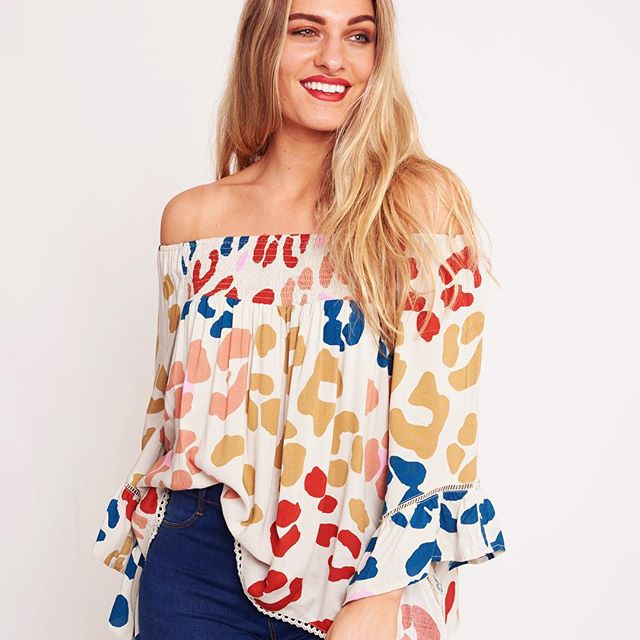 peggy minnie label of love off the shoulder top