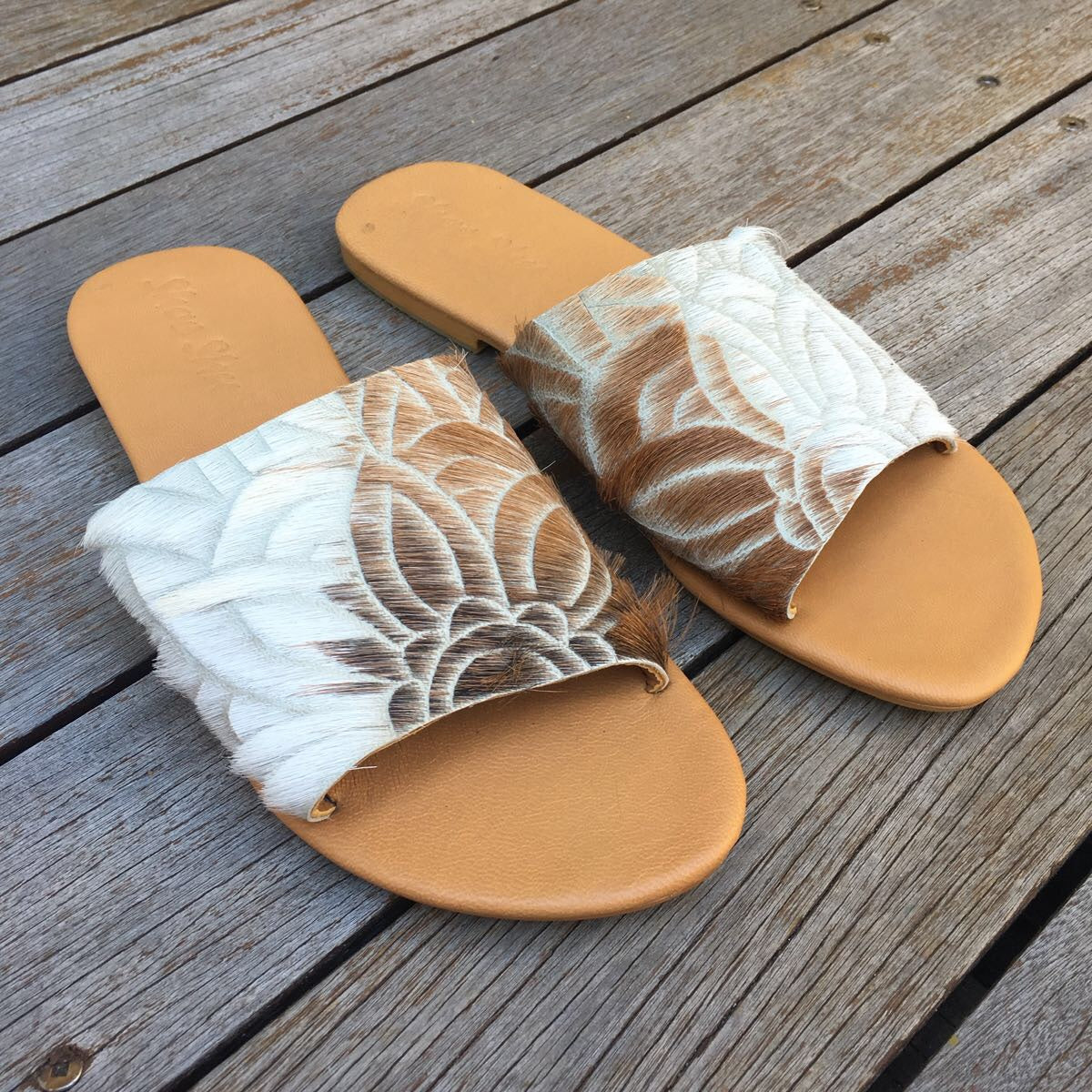 Shoe Shu - Carved Hide Slide