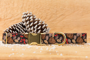 Holly & Pine Cones Dog Collar