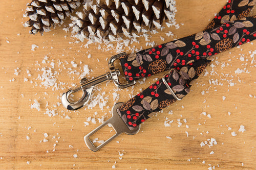 Pinecone & Holly Dog Seatbelt