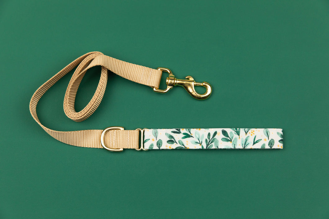 Gold Winter Berry Sprigs Matching Dog Leash