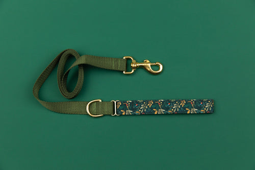 Moody Holly and Berries Matching Dog Leash