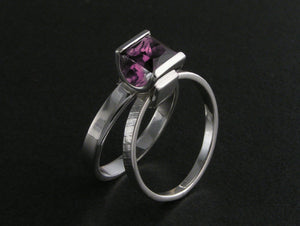 Little Boxes Split Ring with Amethyst