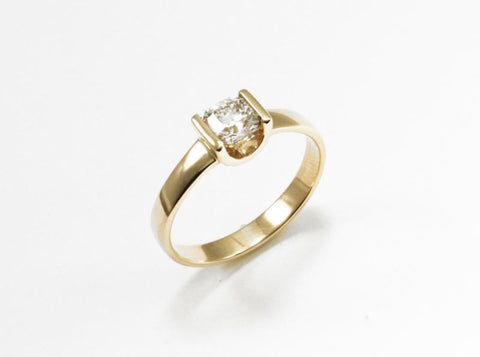 U-Ring with Diamond