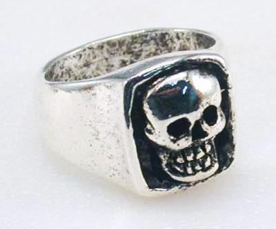 R17 Giant Skull Ring Rings Virginia City Motorcycle Company Apparel