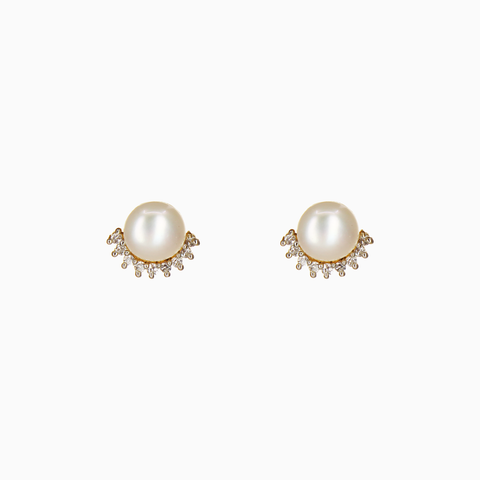 Image of UrbnStyl  Pearl AD Earring in Half Moon Design