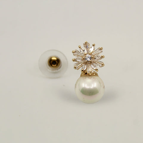 Image of UrbnStyl Pearl Drop Earring Design - Gold