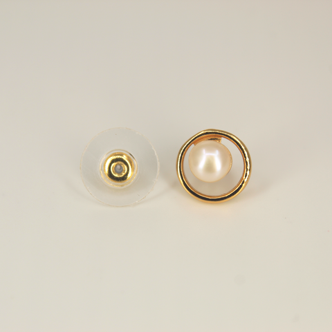 Image of UrbnStyl Pearl Earring In A Circle