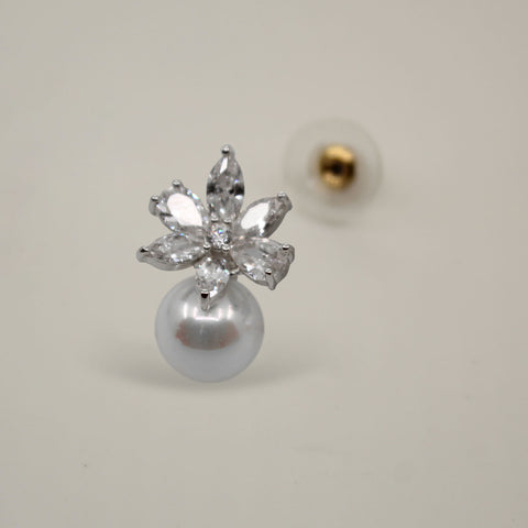 UrbnStyl Flower Petals with a Pearl Drop - Silver